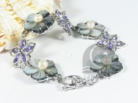 5-6mm white freshwater pearl bracelet with shells
